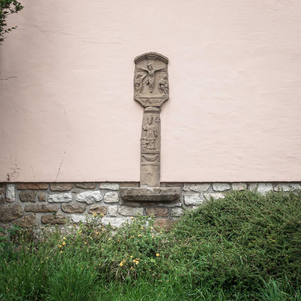 Croix dédiée à Saint Nicolas.