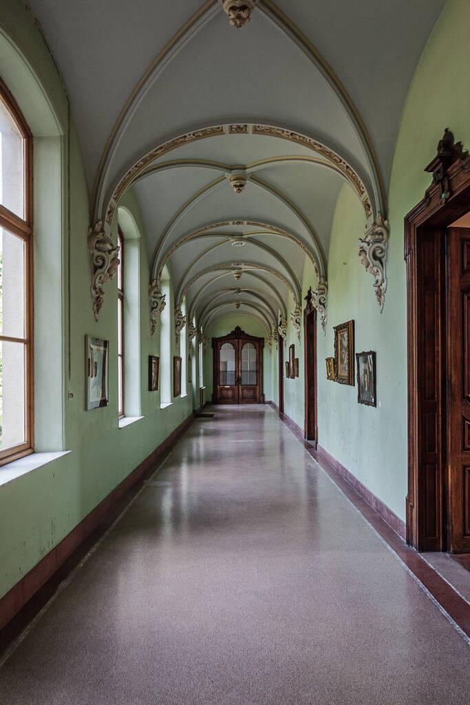 Autre perspective sur le couloir du couvent anglais à Bruges...