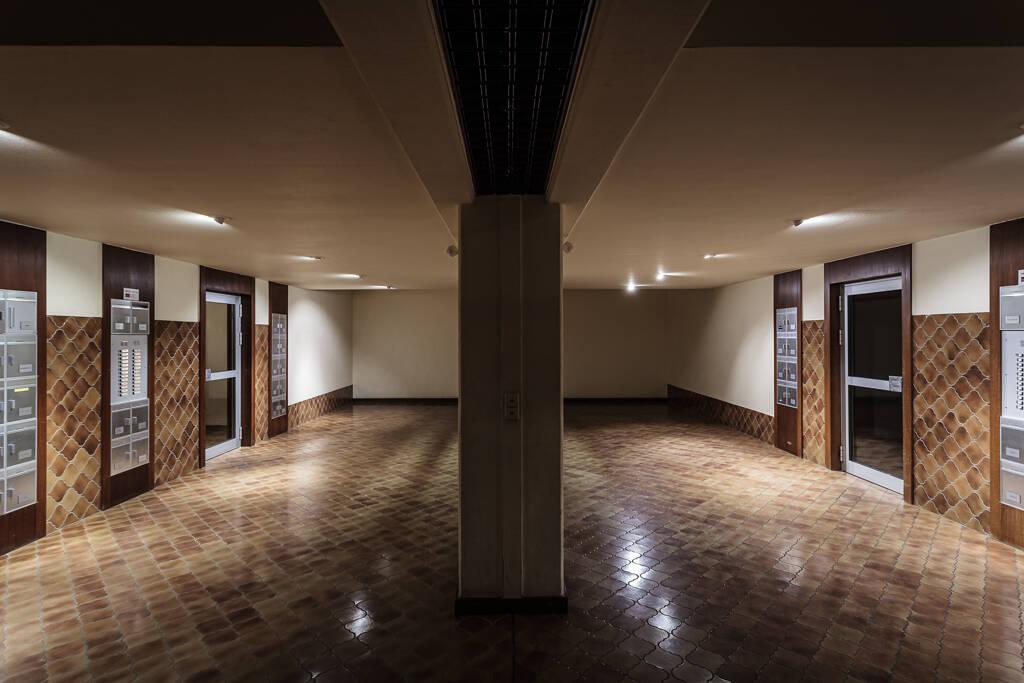 Perspective sur le hall d'entrée d'une résidence...